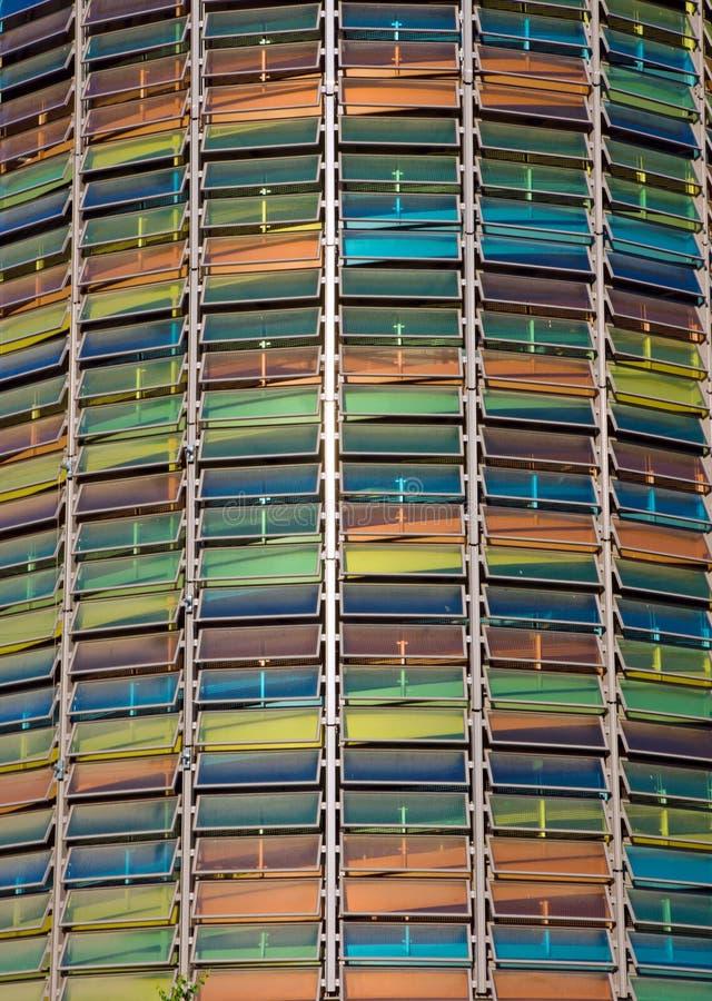 Fachada colorida de un garage de estacionamiento imágenes de archivo libres de regalías
