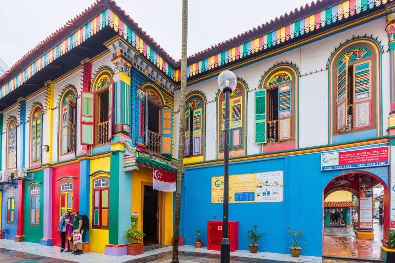 Fachada colorida del edificio en la poca India, Singapur foto de archivo