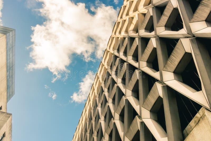Fachada concreta Dystopian no por do sol, Londres, Inglaterra, Reino Unido imagem de stock