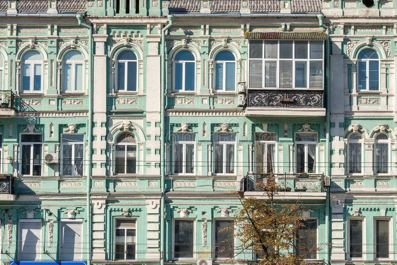 Fachada constructiva vieja en la ciudad vieja histórica central de Kiev, Ucrania fotos de archivo