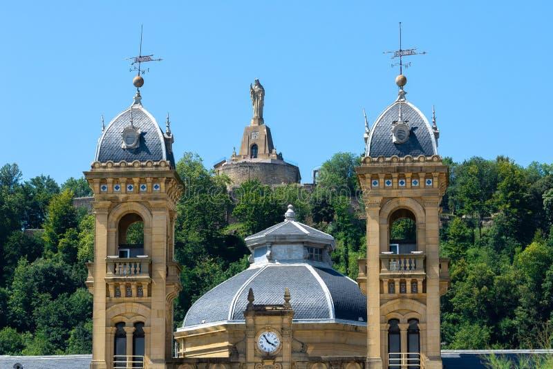 Fachada da câmara municipal de San Sebastian, Espanha fotos de stock royalty free