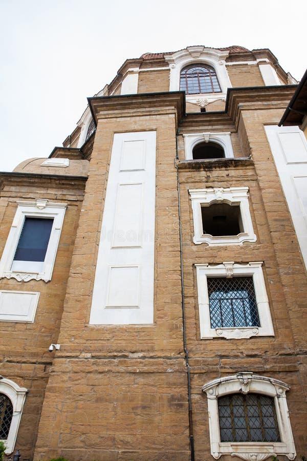 Fachada da capela de Medici situada na praça do degli Aldobrandini de Madonna em Florença fotografia de stock