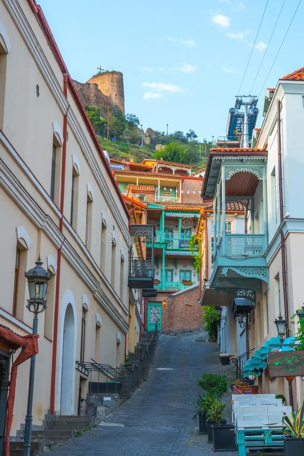 Fachada da casa tradicional na cidade velha Tbilisi, Geórgia imagens de stock