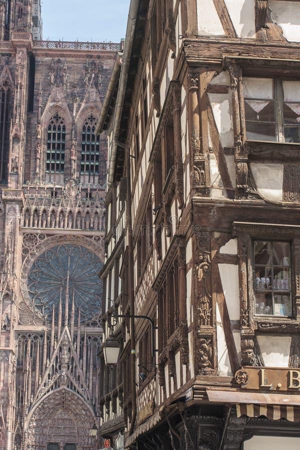 Fachada da catedral de Strasbourg em Alsácia França fotos de stock