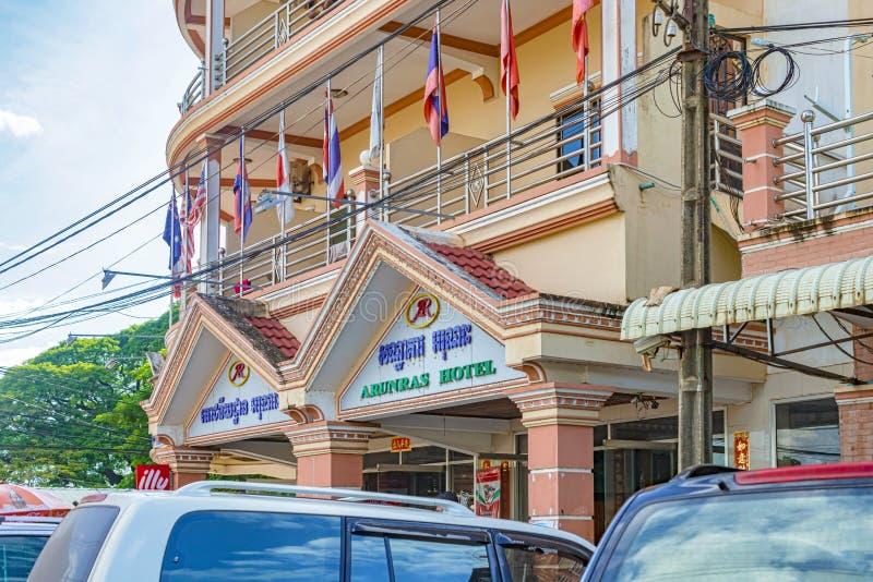 Fachada da construção do hotel no Kampong Thom, Camboja imagem de stock