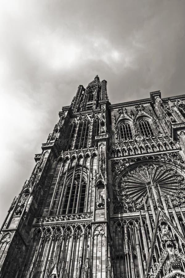 Fachada da fachada de Strasbourg Notre Dame Cathedral em preto & em branco imagens de stock royalty free