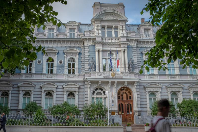Fachada da embaixada francesa em Riga foto de stock