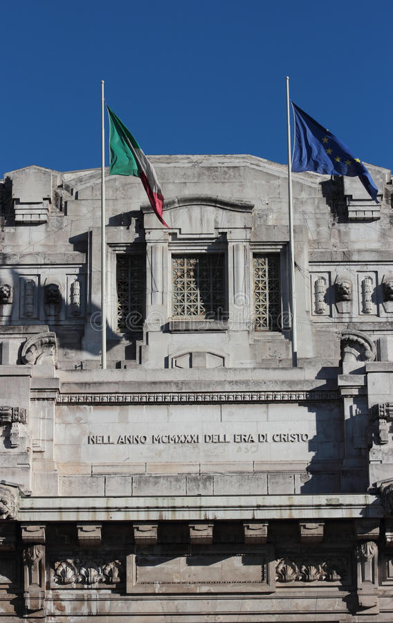 Fachada da estação de trem central, Milão imagens de stock