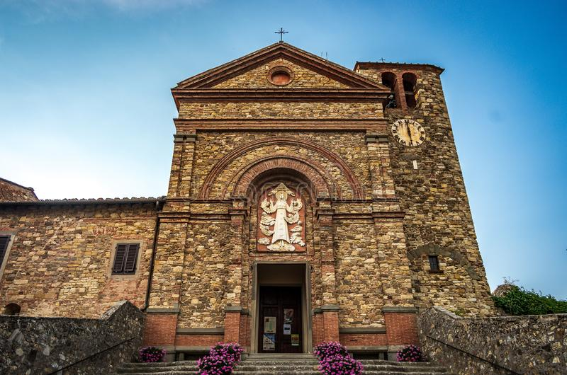 Fachada da igreja de Santa Maria - Santa Maria Assunta - em Panzano no Chianti, Toscânia, Itália foto de stock royalty free