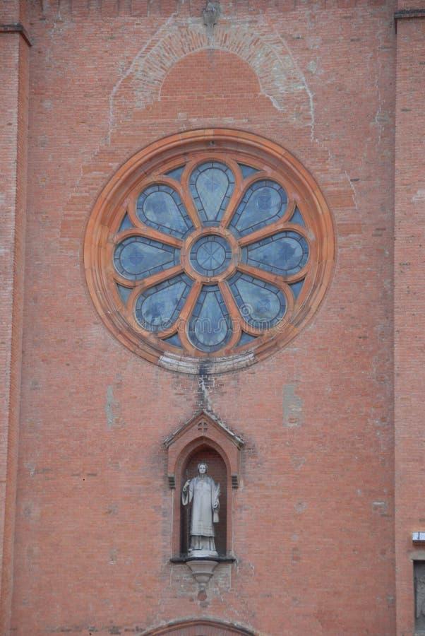 Fachada da igreja do anúncio de San Lorenzo alba, Piedmont - Itália S fotos de stock royalty free