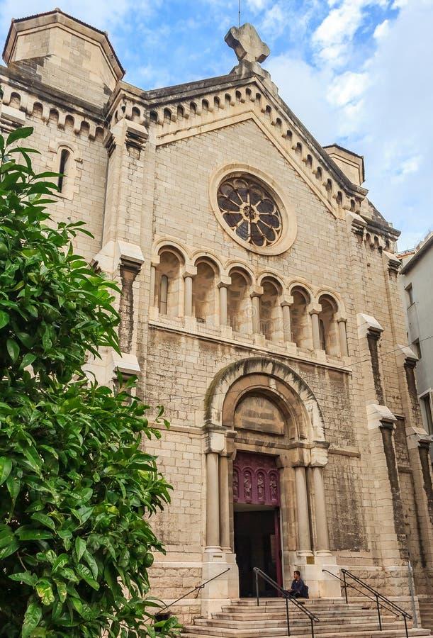 Fachada da igreja do século XIX de nossa senhora da boa viagem em Cann imagem de stock royalty free