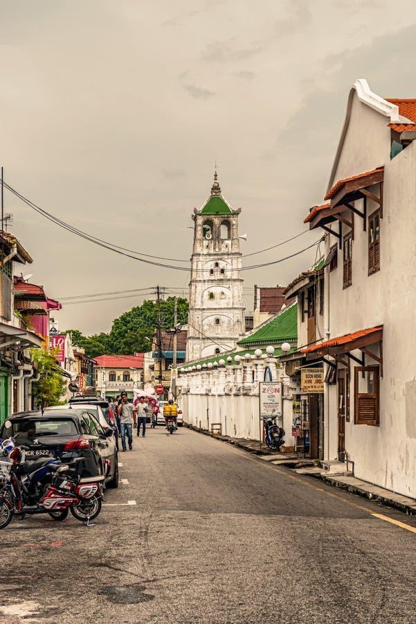 Fachada da mesquita de Kampung Kling e construções coloniais velhas em Malacc fotos de stock royalty free
