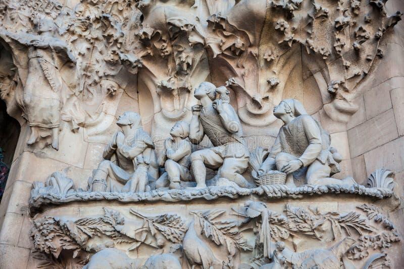 Fachada da natividade da basílica e da igreja expiatória da família santamente imagem de stock