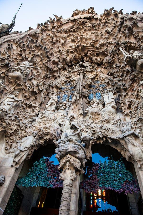 Fachada da natividade da basílica e da igreja expiatória da família santamente imagens de stock royalty free