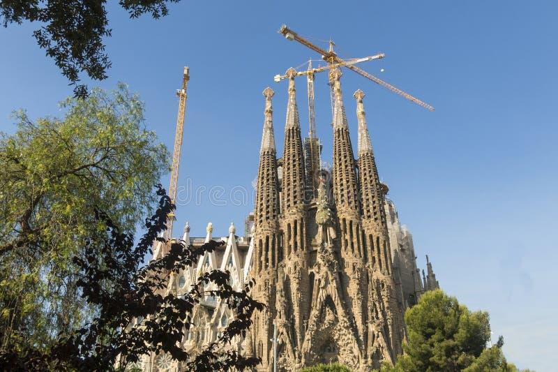 Fachada da natividade do La Sagrada Familia - a catedral impressionante fotos de stock