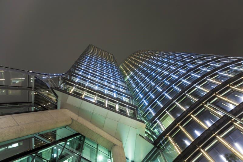 Fachada da torre do uniqa em Viena perto imagens de stock
