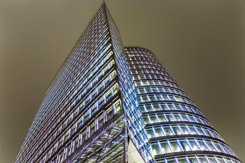 Fachada da torre do uniqa em Viena perto imagem de stock royalty free