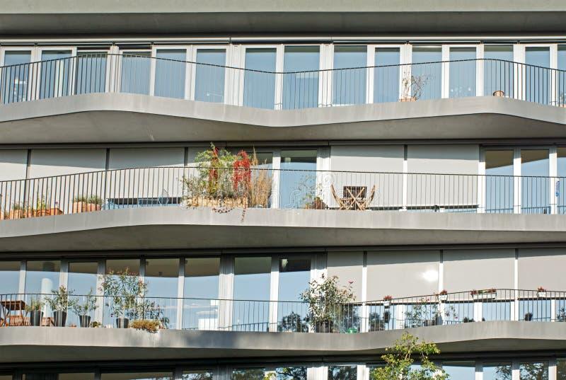 Fachada de algunos apartamentos modernos foto de archivo for Fachadas de apartamentos modernos