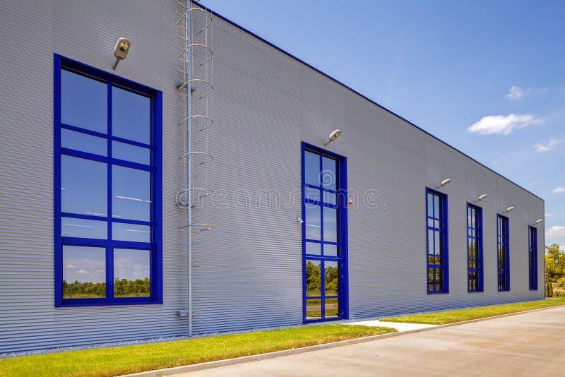 Fachada de aluminio en el edificio industrial fotos de archivo libres de regalías