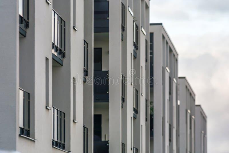 Fachada de apartamentos modernos fotografia de stock