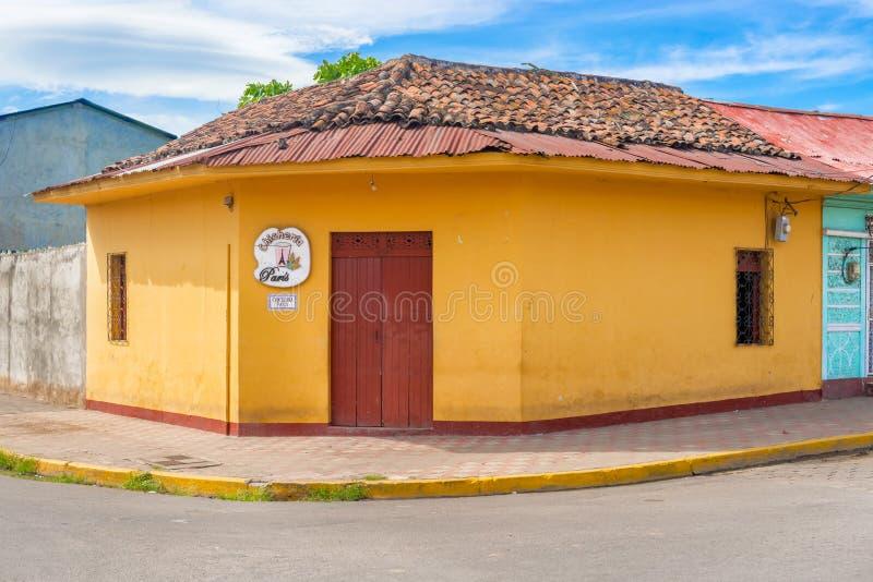 Fachada de casas coloridas no distrito histórico Granada no Ni imagens de stock