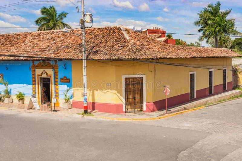 Fachada de casas coloridas no distrito histórico Granada no Ni imagens de stock royalty free