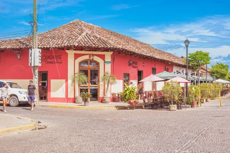 Fachada de casas coloridas no distrito histórico Granada no Ni foto de stock