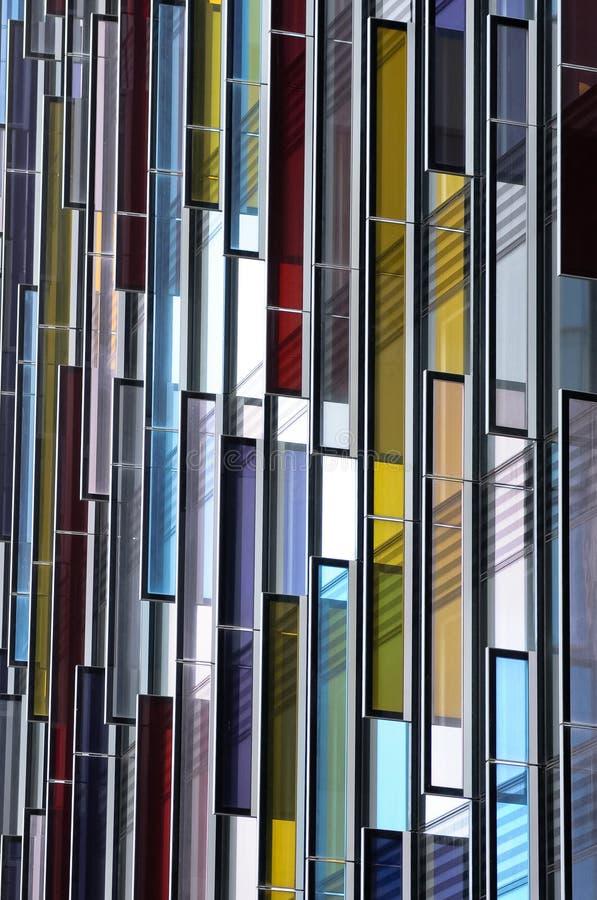 Fachada de cristal colorida, extracto de la configuración imagenes de archivo