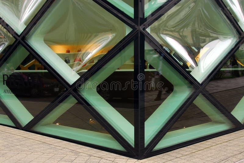 Fachada de cristal de un edificio moderno imagenes de archivo