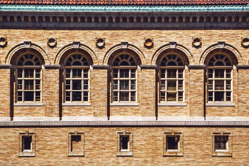 Fachada de la arquitectura y ventanas del renacimiento antiguo foto de archivo libre de regalías