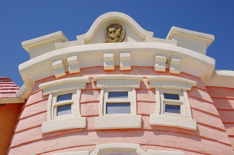Fachada de la casa del cuento de hadas en el parque de los ni os imagen de archivo imagen de - La casa del parque ...