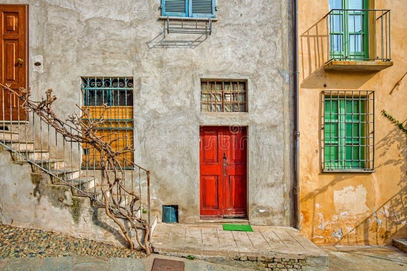 Fachada de la casa italiana típica imagen de archivo