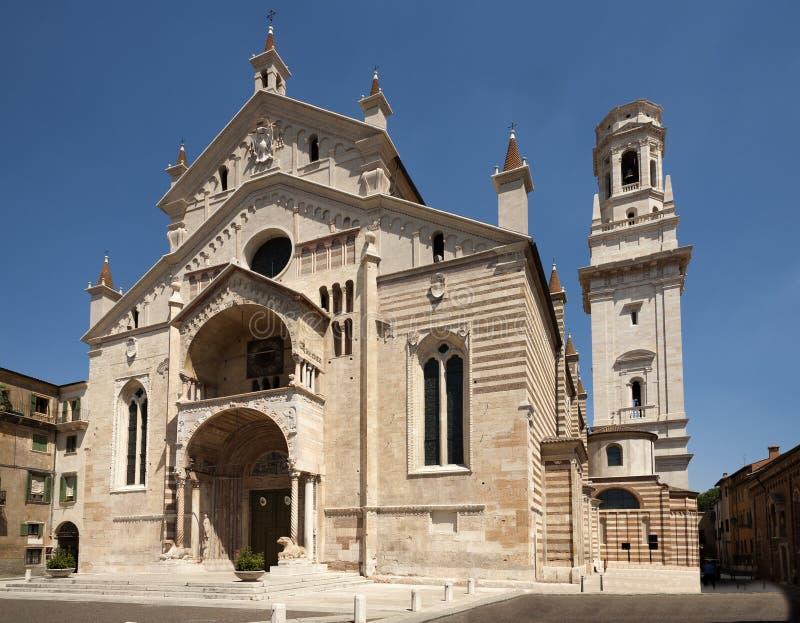 Fachada de la catedral romance de las Edades Medias católicas de San Zeno fotografía de archivo libre de regalías