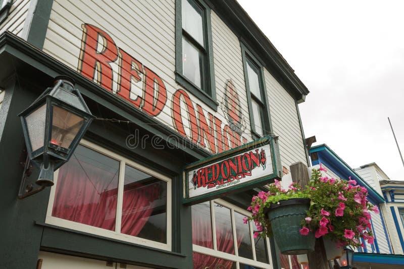Fachada de la cebolla roja famosa Sallon en Skagway Alaska imagenes de archivo