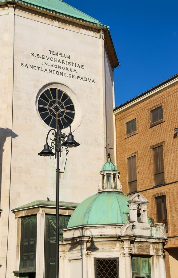 Fachada de la iglesia antigua de Paolotti (dei Minimi di Paola) i de Chiesa imagenes de archivo