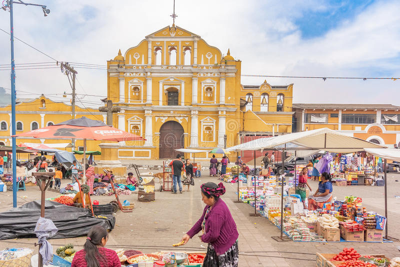 Fachada de la iglesia católica de Santa Maria de Jesus en Guatema imagen de archivo