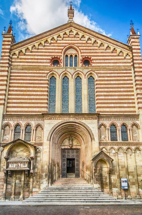 Fachada de la iglesia de San Fermo Maggiore, Verona, Italia foto de archivo libre de regalías