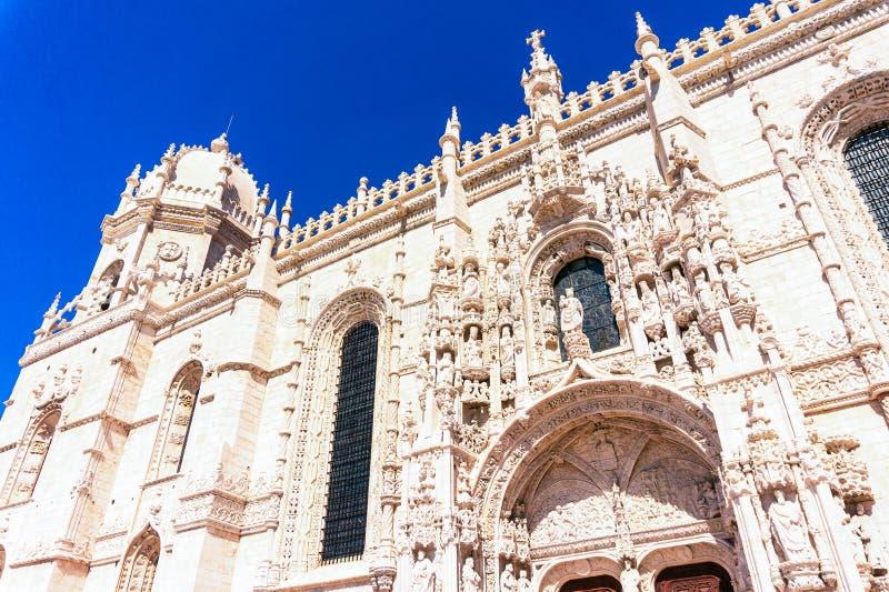 Fachada de la iglesia de Santa Maria de Belem y del monasterio de Jeronimos, Lisboa fotografía de archivo libre de regalías