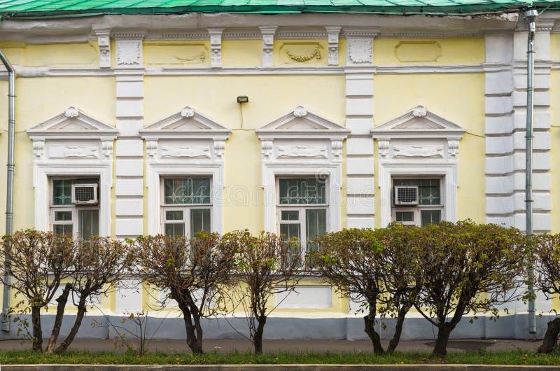 Fachada de la mansión anterior L I Kashtanov y M I Sotnikova, 1893, en Malaya Ordynka Street, Moscú, Rusia foto de archivo libre de regalías