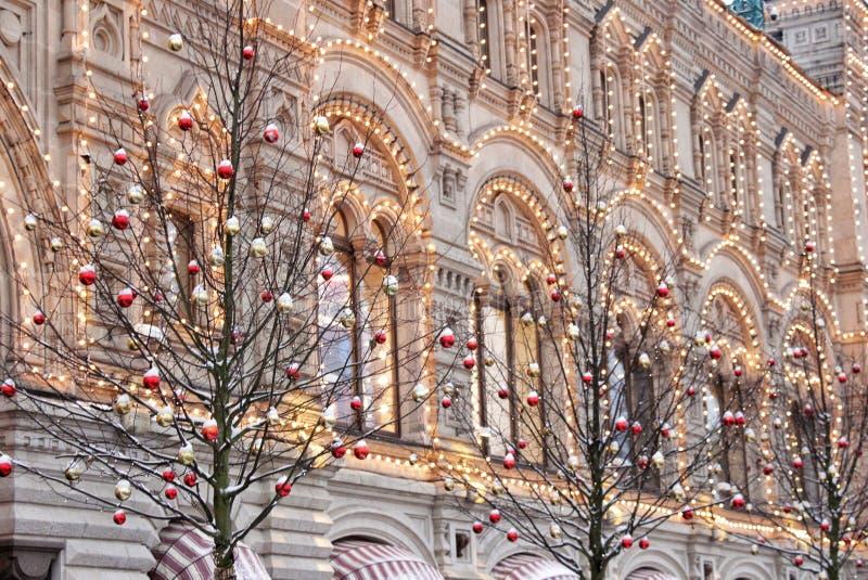 Fachada de la Navidad del Año Nuevo del edificio en la Plaza Roja en Moscú imagen de archivo