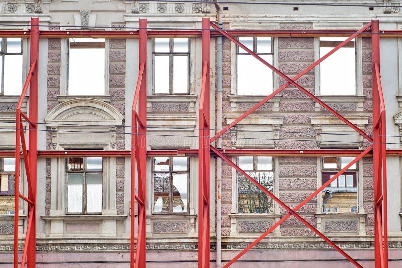 Fachada de la restauración de la casa vieja imagen de archivo