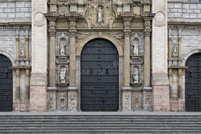 Fachada de Lima Cathedral em Plaza de Armas fotografia de stock