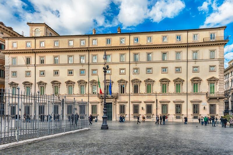 Fachada de Palazzo Chigi, construção icónica em Roma central, Itália fotos de stock royalty free