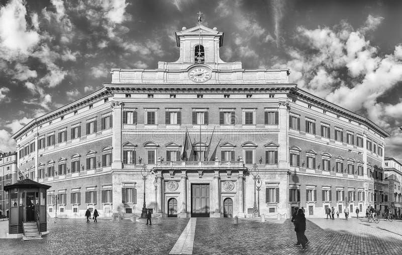 Fachada de Palazzo Montecitorio, constru??o ic?nica em Roma central, It?lia fotos de stock