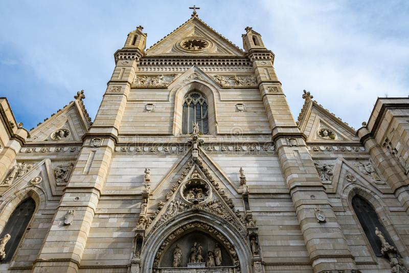 Fachada de San Gennaro Cathedral em Nápoles, Itália imagens de stock