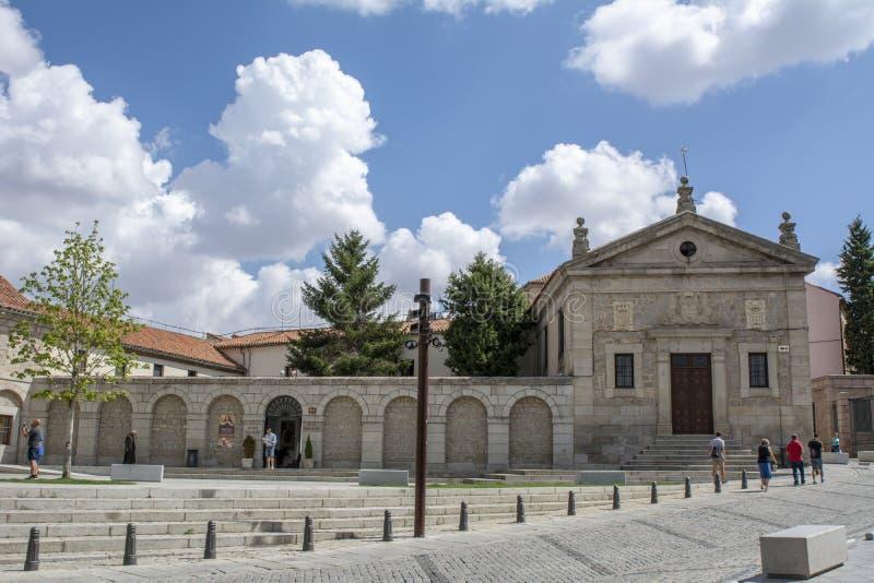 Fachada de Santa Teresa Convent situada em Avila, Espanha fotos de stock