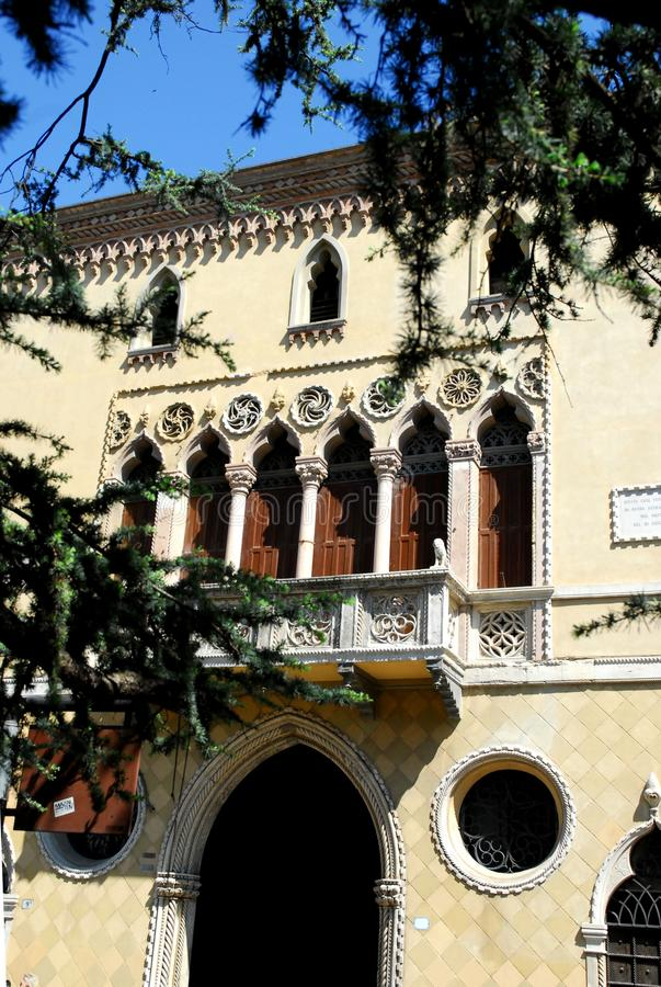 Fachada de un edificio elegante en Padua en Véneto (Italia) imagen de archivo