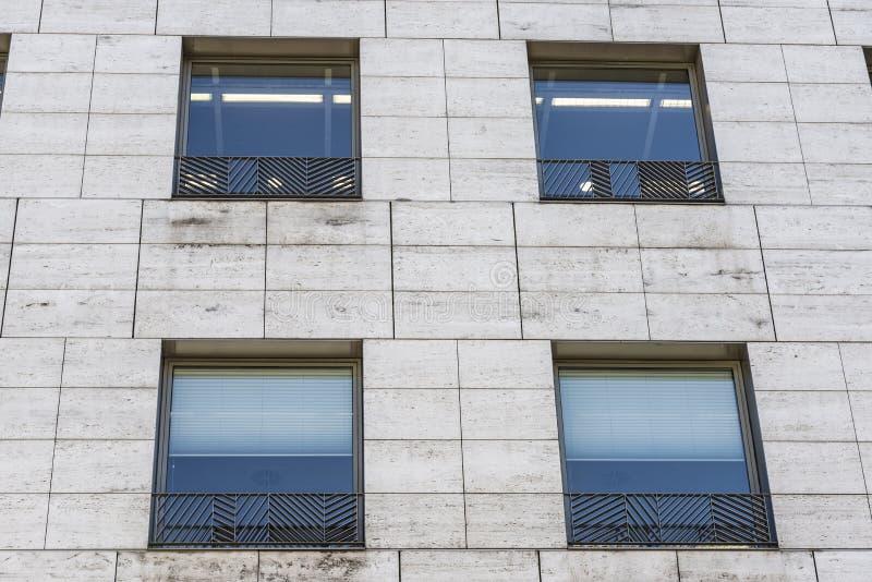 Fachada de un edificio moderno fotografía de archivo