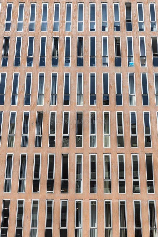 Fachada de un edificio moderno foto de archivo libre de regalías