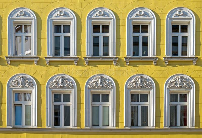 Fachada de un edificio restaurado imagenes de archivo